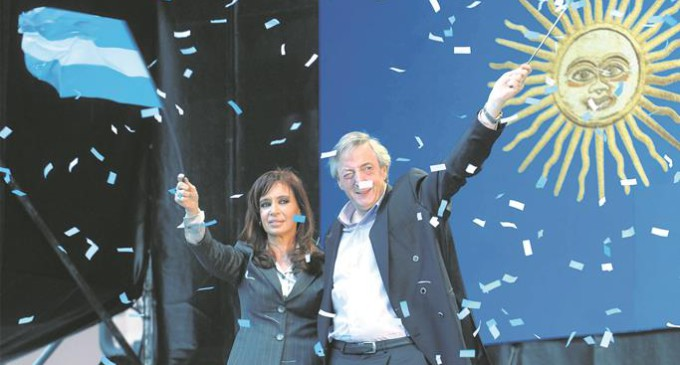 Argentina elige entre dos candidatos distanciados del kirchnerismo
