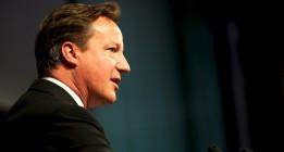 Cameron, a favor de intensificar con Francia los bombardeos en Siria