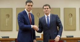 El extremo centro de Pedro Sánchez y Albert Rivera