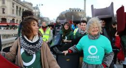 196 sillas 'secuestradas' para denunciar la evasión fiscal de los bancos franceses