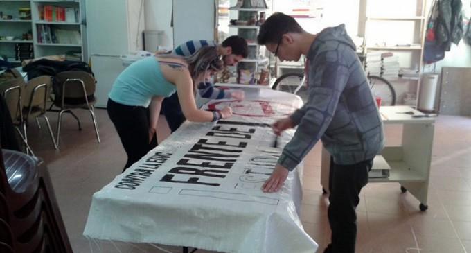 Los estudiantes paran las clases para protestar contra la privatización