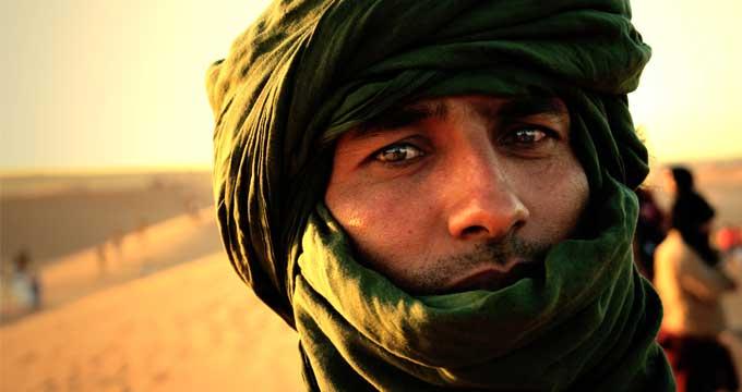 Hombre saharaui con turbante cerca del campamento de refugiados de Dajla, Tindouf. Foto: José Bautista.