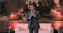 """El ministro de Economía francés crea un movimiento político """"ni de izquierdas ni de derechas"""""""