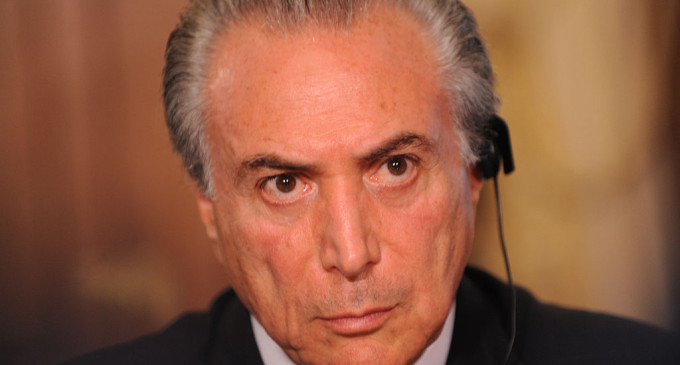 Arranca el gobierno conservador y sin mujeres de Michel Temer tras el cese temporal de Dilma Rousseff