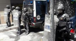 Gràcia explora la vía del diálogo para acabar con los disturbios y el sitio policial