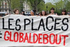 Participantes en una asamblea del sábado en París para preparar la Global Debout. FOTO: LUNA GÁMEZ