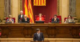 Puigdemont promete un referéndum en 2017 y trata de domesticar a la CUP
