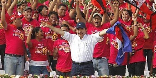 El presidente de Nicaragua, Daniel Ortega, celebrando su victoria electoral. FOTO: Fundación Ong DE Nicaragua