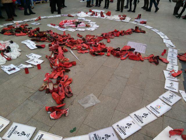 Homenaje en la Puerta del Sol en memoria de las mujeres asesinadas por violencia machista. A.M.