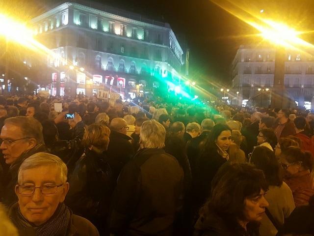 Una concentraci n en madrid denuncia la verg enza del for Puerta del sol 2017