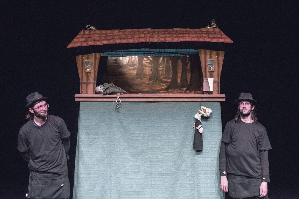 ttiriteros Raúl García y Alfonso Lázaro, tras finalizar la obra en el Teatro del Barrio. FERNANDO SÁNCHEZ