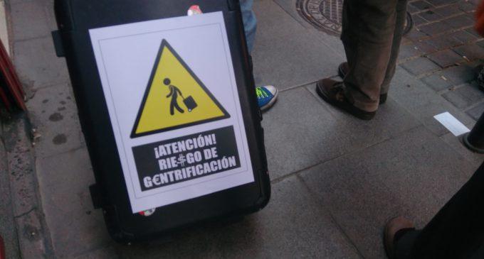 Varios colectivos vecinales salen a la calle con el lema 'Madrid no se vende'