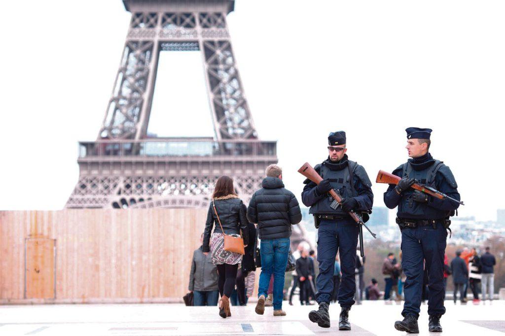 Estado de emergencia en Francia tras los atentados terroristas en París en 2015.
