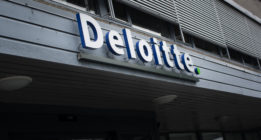 Multa de un millón a Deloitte por no garantizar su independencia en la auditoría al Santander