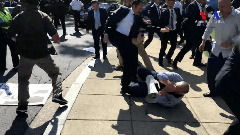 Un guardaespaldas de Erdogan agrede a un manifestante en Washington I La Marea
