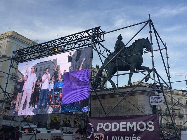 Los líderes de Unidos Podemos defendieron su moción de censura ante miles de personas concentradas en Sol (Madrid).