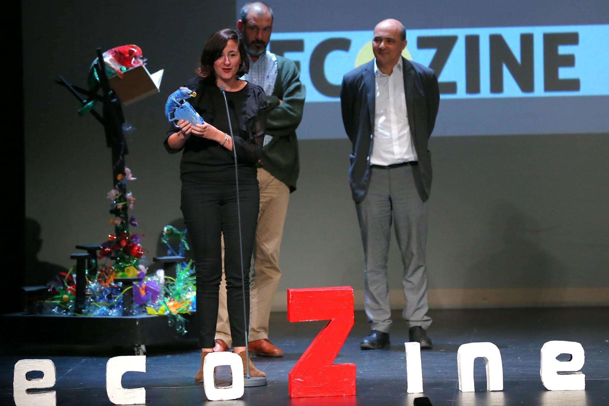 Laura Herrero recoge su galardón en los Premios EcoZine de cine y medio ambiente. Juan Carlos Rojas