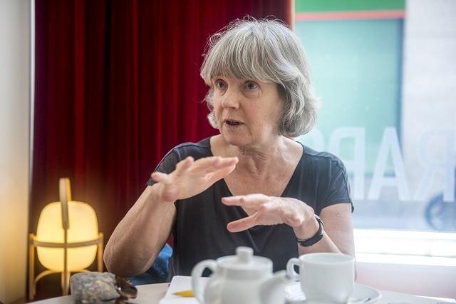 Susan Watkins, durante la charla mantenida con 'La Marea' en Madrid. Foto: DANI GAGO