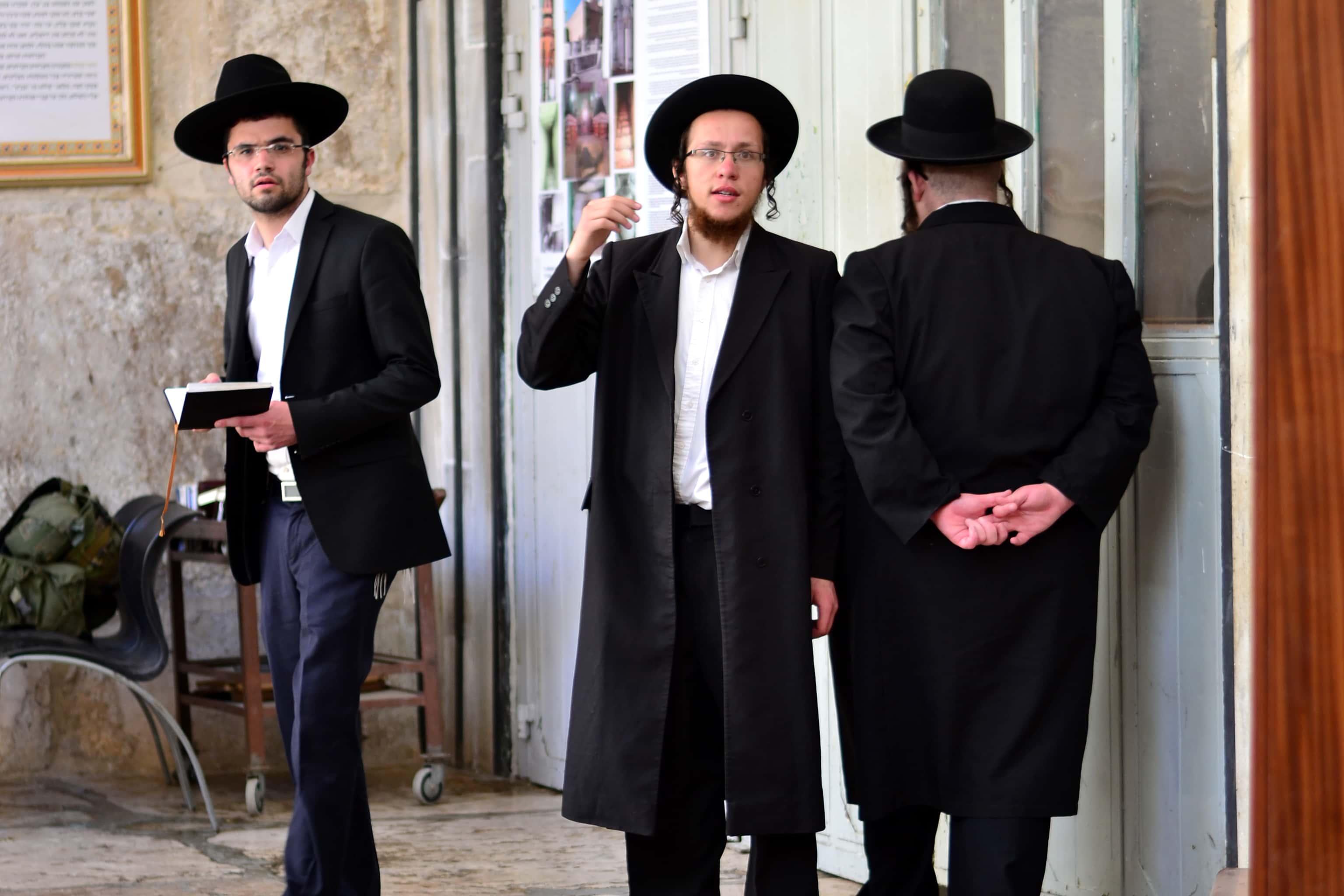 Judíos ortodoxos en un asentamiento en Hebrón, Palestina. Foto: Patribia de Blas.
