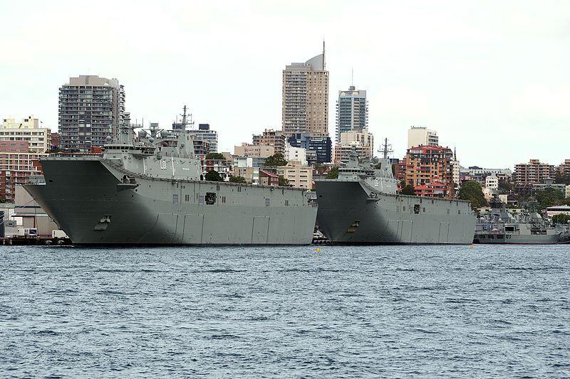El HMAS Canberra y el HMAS Adelaida en 2016 en Fort Denison, Australia. Foto: Printjockey.