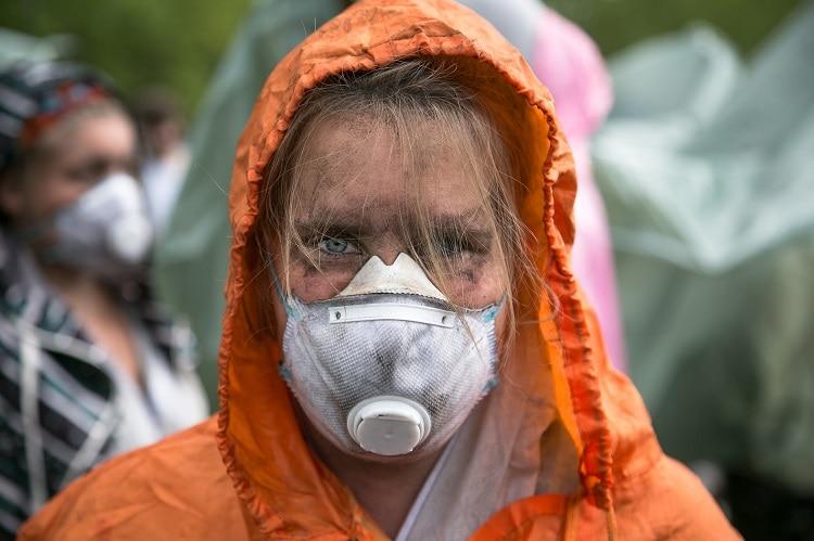 Una activista de la coalición Ende Gelände durante una protesta en 2016. Foto: Fabian Melber.