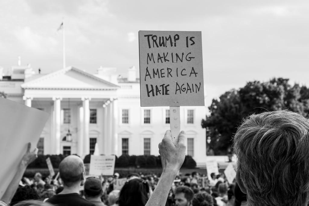 Protesta contra el odio de los supremacistas de Charlottesville. Foto: Michael Sessum (Flickr)
