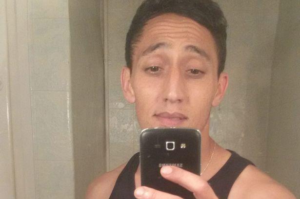 Driss Oukabir haciéndose un 'selfie'