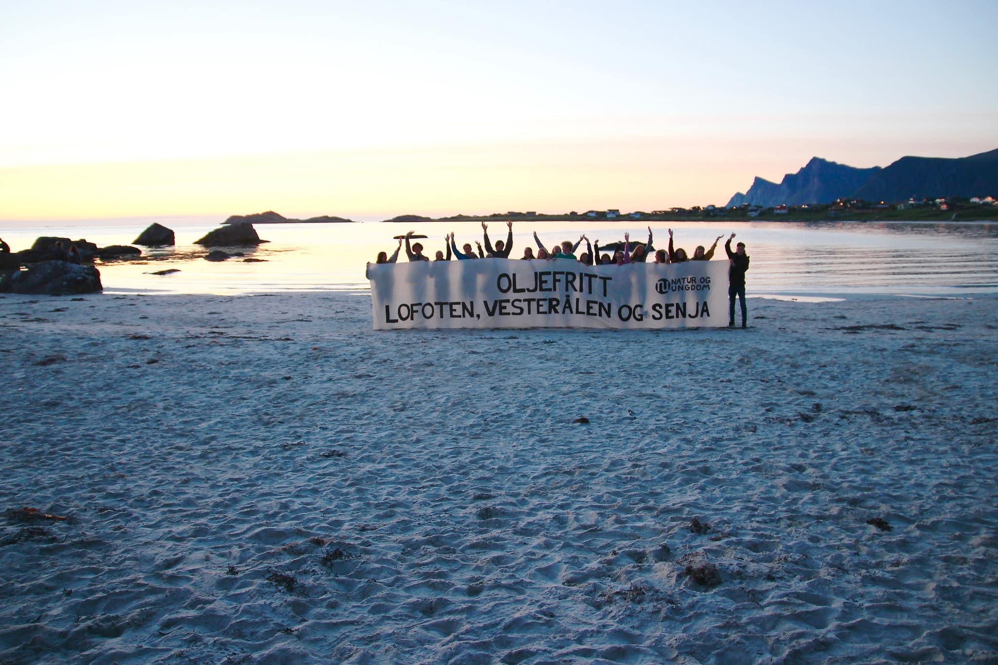 Activistas contra el proyecto de abrir las islas Lofoten a la industria petrolera. Foto: MARIA OLERUD