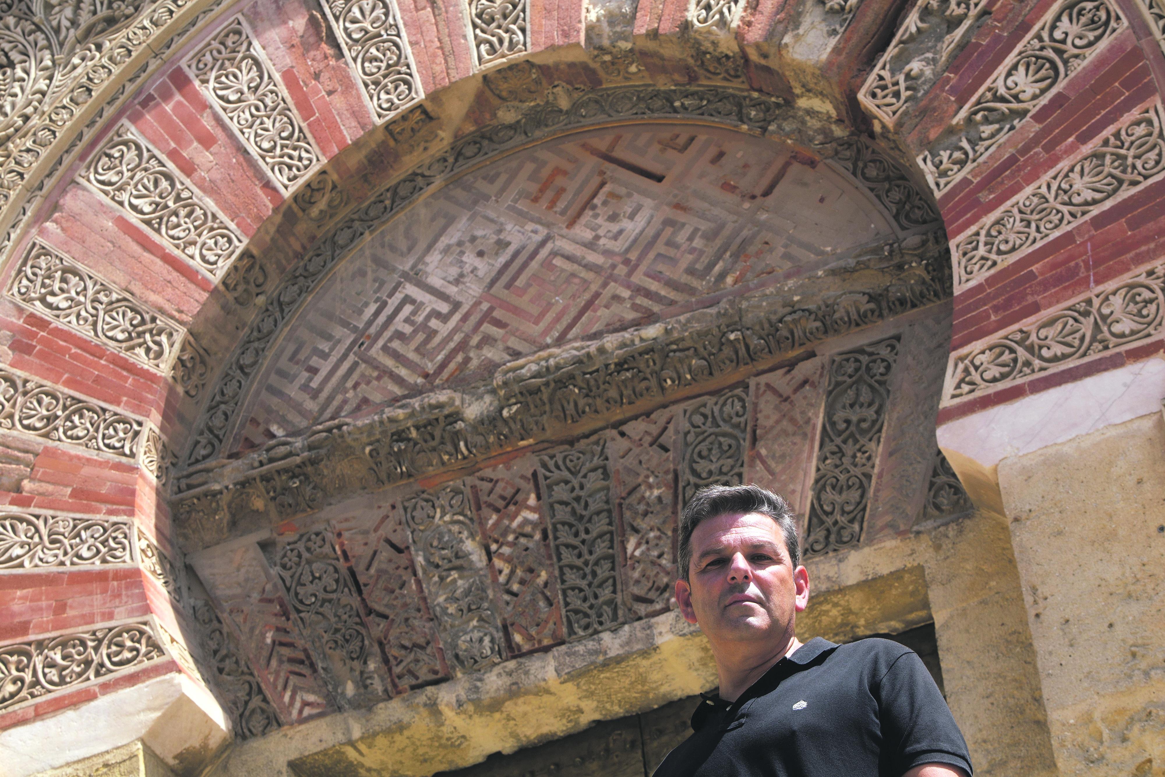 Antonio Manuel junto a la Mezquita. Foto: Madero Cubero.