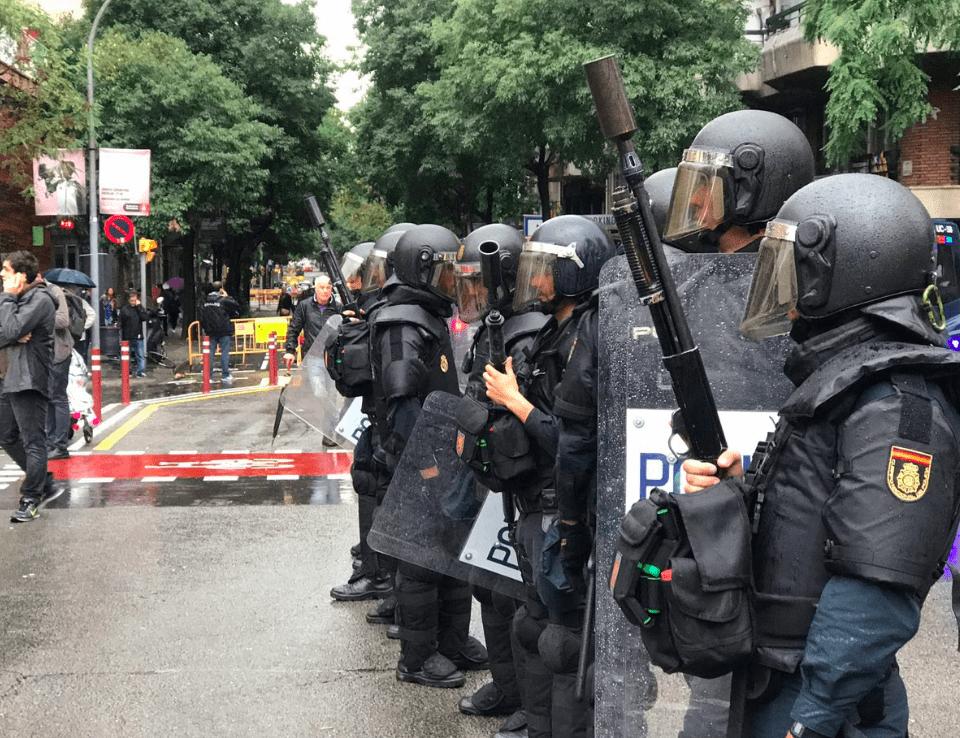 Agentes disturbios en Cataluña. | La Marea