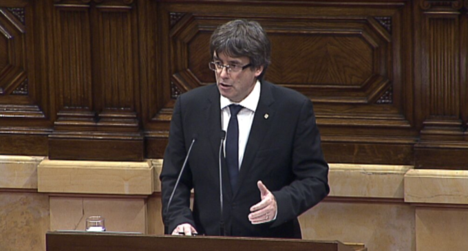 Puigdemont suspende una independencia nunca proclamada