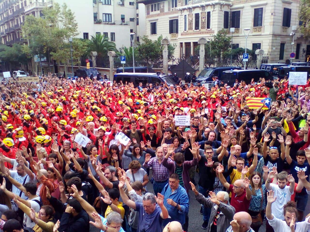 Concentración de bomberos ante la Delegación del Gobierno en Barcelona. | La Marea