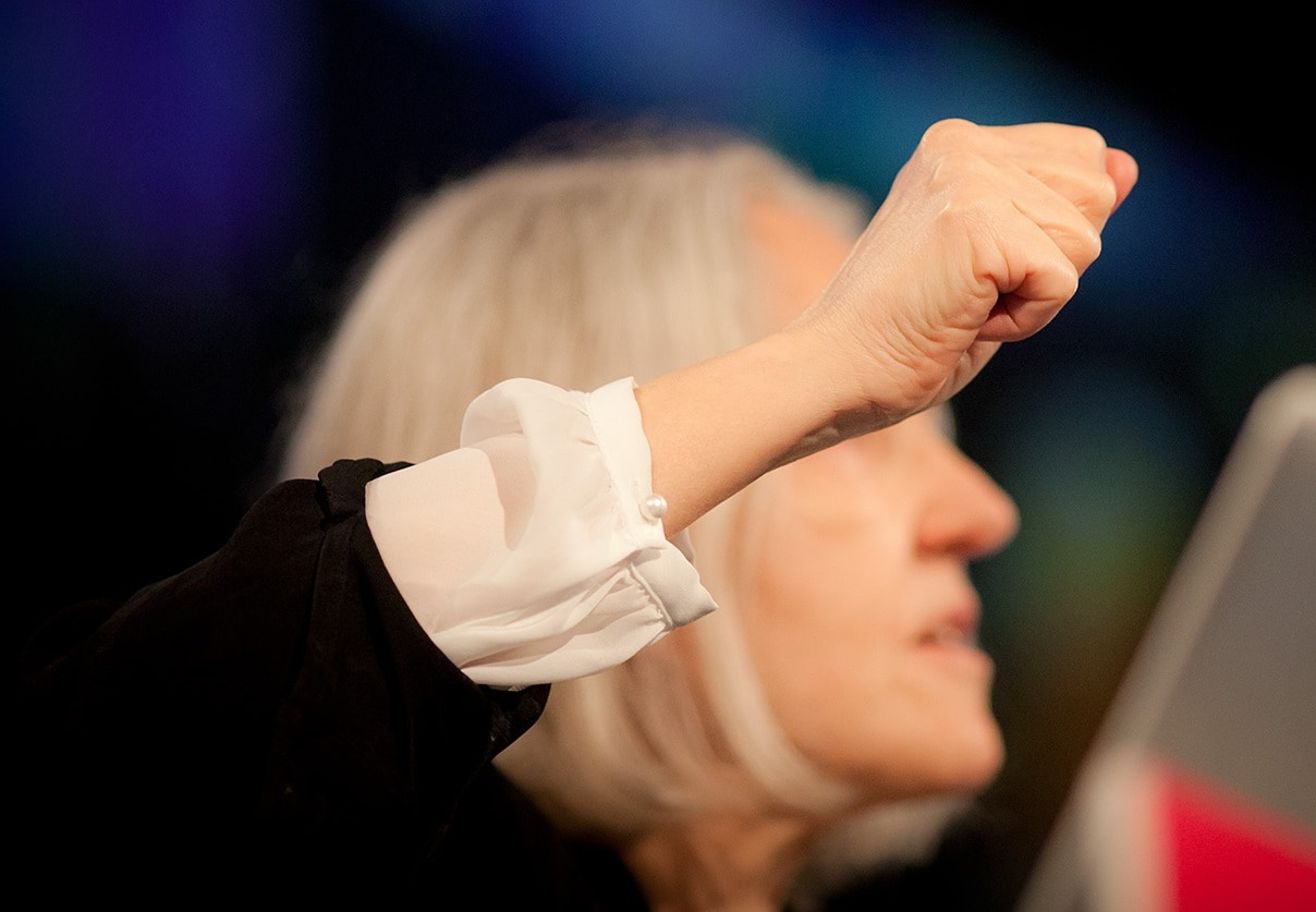 Saskia Sassen durante una conferencia. Foto: Re:publica / Sandra Schink.