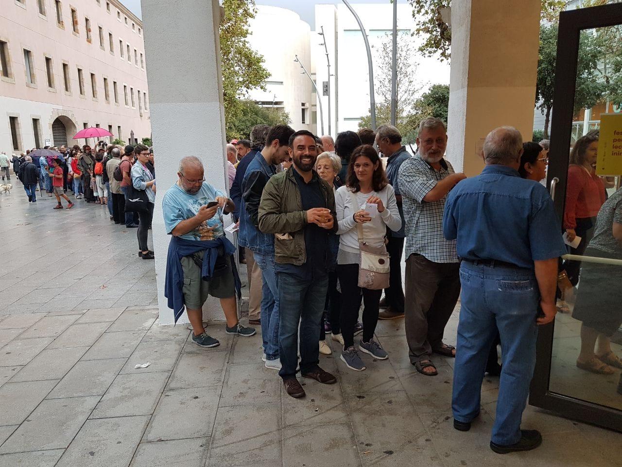Gente votando el 1-O en el CCCB de Barcelona. Foto: T.S.