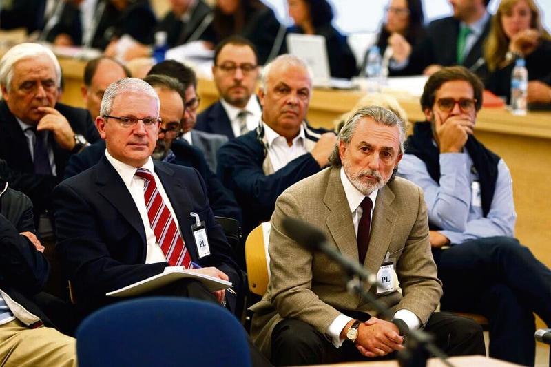 Pablo Crespo (izquierda) y Francisco Correa, en el banquillo de los acusados de la trama Gürtel. POOL