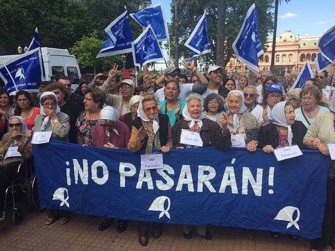Manifestación de la Asociación Madres de la Plaza de Mayo en Buenos Aires. Foto: Daniel Ayllón.