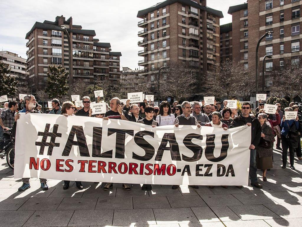 Concentración ante el Palacio de Justicia de Navarra. Foto: Altsasu Gurasoak.