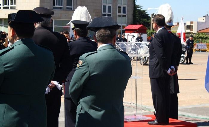 Acto protocolario con miembros de la Guardia Civil y la Policía Nacional. Foto: C. Estrelas.