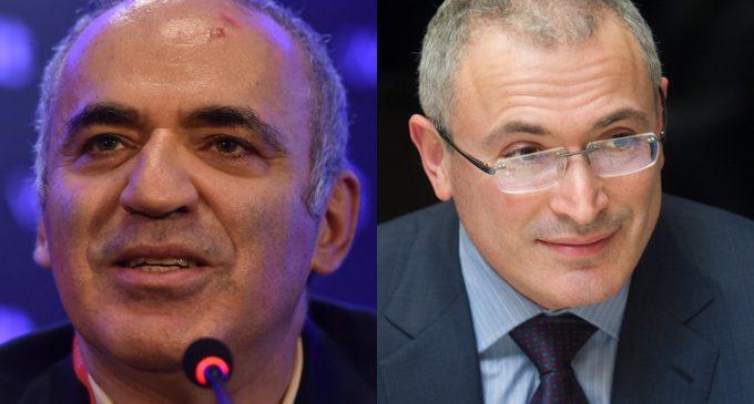 Kasparov y Jodorkovsky, las dos caras de la oposición rusa en el exilio