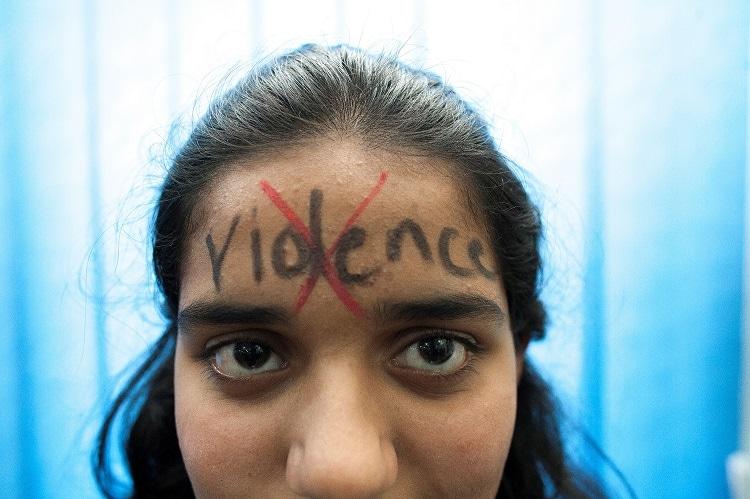 Mujer pakistaní protesta contra la violencia machista. Foto: NUML.