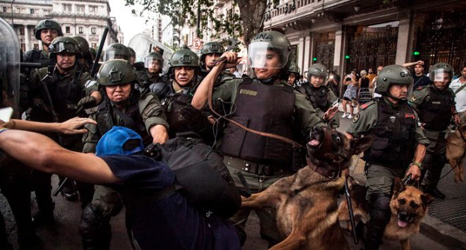 El pueblo argentino toma las calles en rechazo al recorte de las pensiones