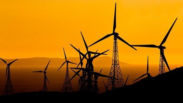 Molinos de viento en Tarifa. Foto: Hernán Piñera / CC BY-SA 2.0.