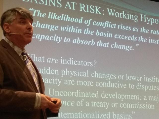 El profesor Aaron Wolf, durante su charla en Madrid / Foto: Santiago Sáez