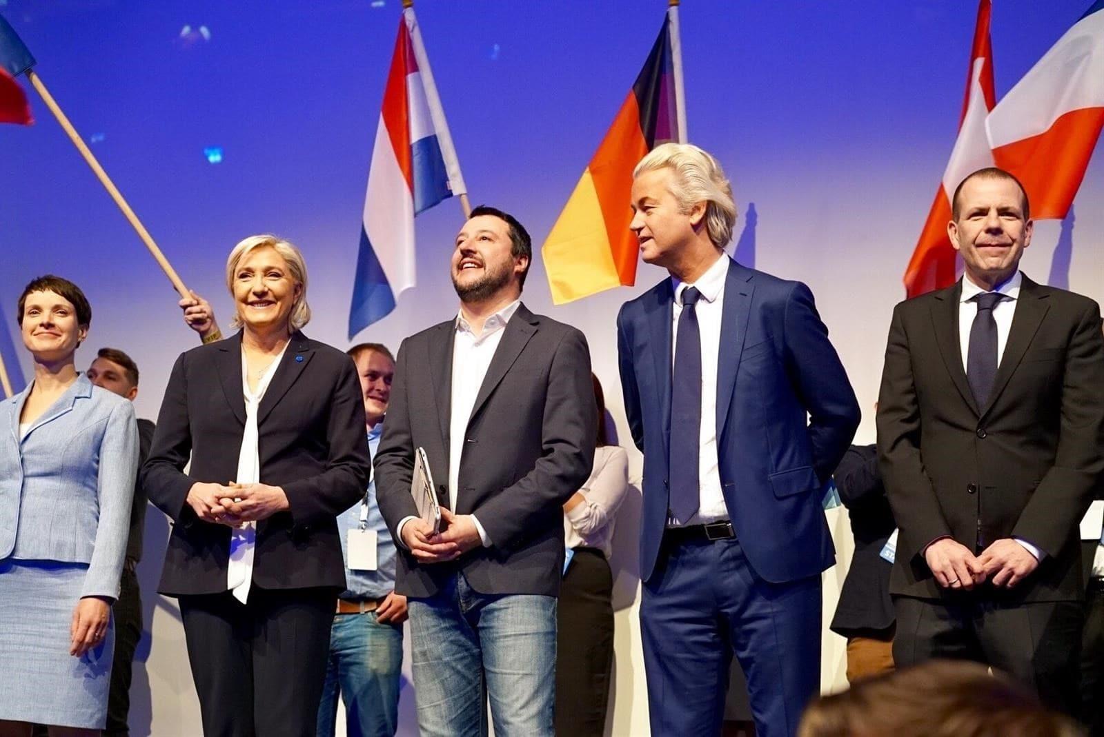 Matteo Salvini (centro) con Marine Le Pen y otros líderes de la ultraderecha europea en Coblenza, Alemania. Foto: Jónatham F. Moriche.
