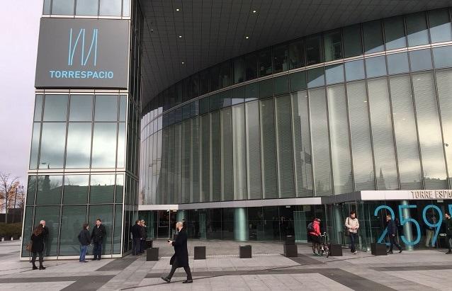 Entrada principal de Torre Espacio, sede del Grupo Villar Mir. Foto: J.B.