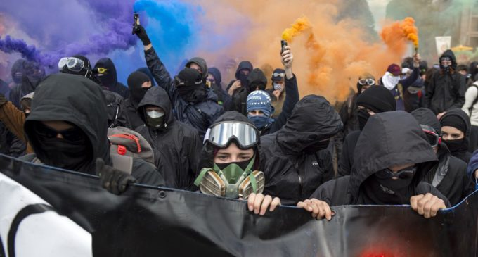 Macron desplegará más policías tras los altercados del 1 de mayo