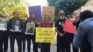Protesta contra la presencia del ministro Catalá en el acto.