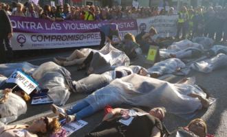 """El feminismo derrumba el """"muro de la vergüenza"""""""