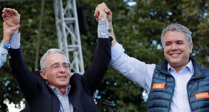 Iván Duque, heredero político de Álvaro Uribe, gana las elecciones en Colombia