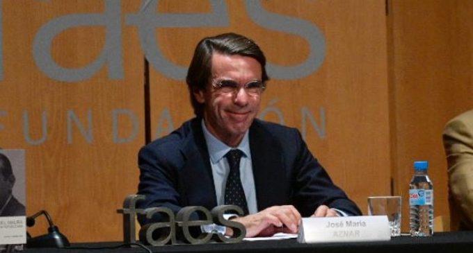 Aznar, la República y el 'backstage' de un acto de FAES